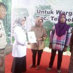 Pembagian sertifikat tanah desa pulogedang Tembelang oleh bupati Jombang