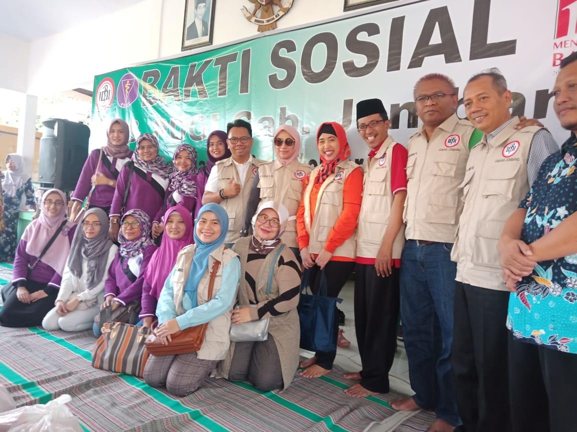 Pembagian Sembako IDI-PDGI di Asem Gede Ngusikan Jombang
