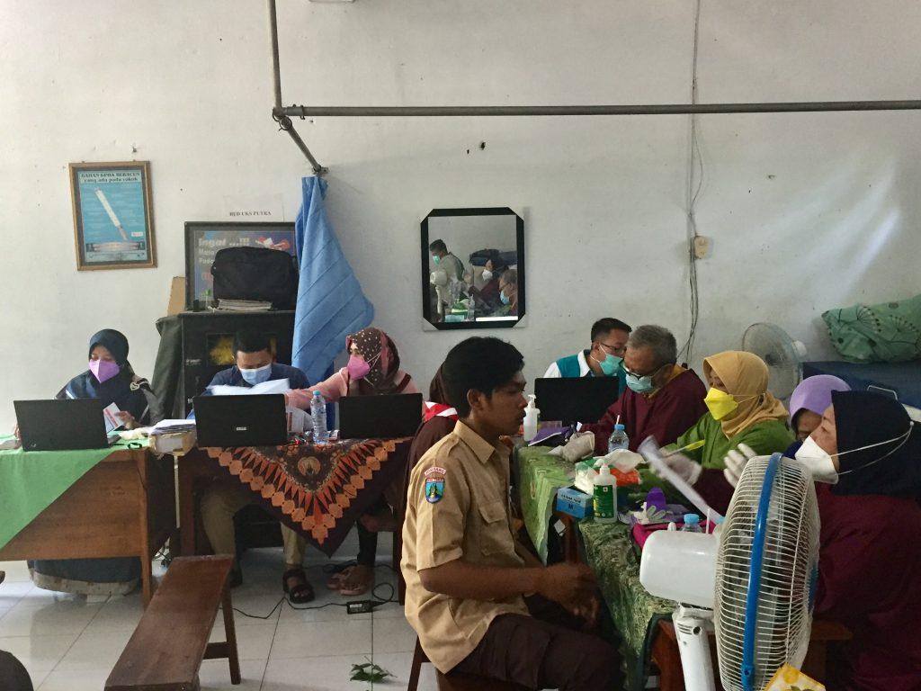 Vaksinasi di MTs Al Ihsan Kalikejambon Tembelang Jombang